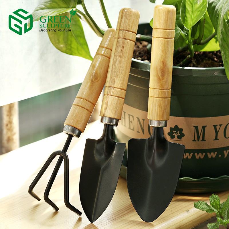 Dụng cụ hỗ trợ làm vườn giúp xử lý đất trồng tơi xốp